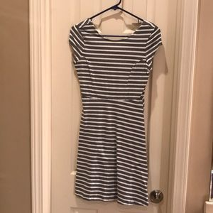Old Navy size small women's gray white dress